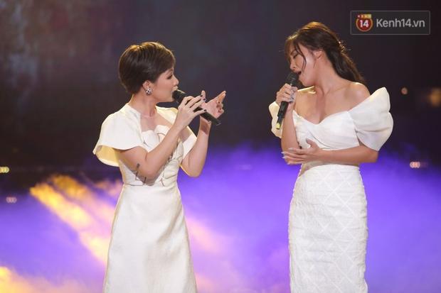Uyên Linh và Văn Mai Hương tái ngộ, song ca OST Về Nhà Đi Con còn xúc động gửi lời cảm ơn Vietnam Idol - Ảnh 6.