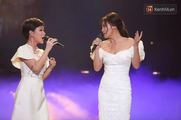 Uyên Linh và Văn Mai Hương tái ngộ, song ca OST Về Nhà Đi Con còn xúc động gửi lời cảm ơn Vietnam Idol - Ảnh 9.