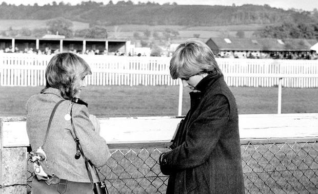 """Những khoảnh khắc hiếm có Công nương Diana chung khung hình cùng bà Camilla – """"kẻ thứ 3"""" gây ám ảnh suốt 15 năm hôn nhân bi kịch - Ảnh 4."""