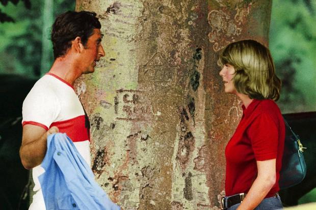 """Những khoảnh khắc hiếm có Công nương Diana chung khung hình cùng bà Camilla – """"kẻ thứ 3"""" gây ám ảnh suốt 15 năm hôn nhân bi kịch - Ảnh 7."""