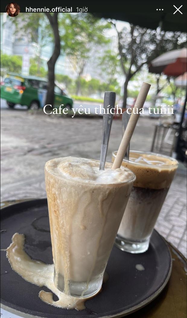 Xem cách HHen Niê chụp ảnh món cà phê yêu thích, dân mạng trầm trồ vì sự dễ tính và thoải mái của Hoa hậu - Ảnh 2.