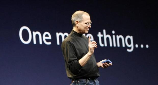 """Apple đánh mất câu nói kinh điển """"One more thing"""" của CEO Steve Jobs vào tay thương hiệu đồng hồ Swatch - Ảnh 1."""