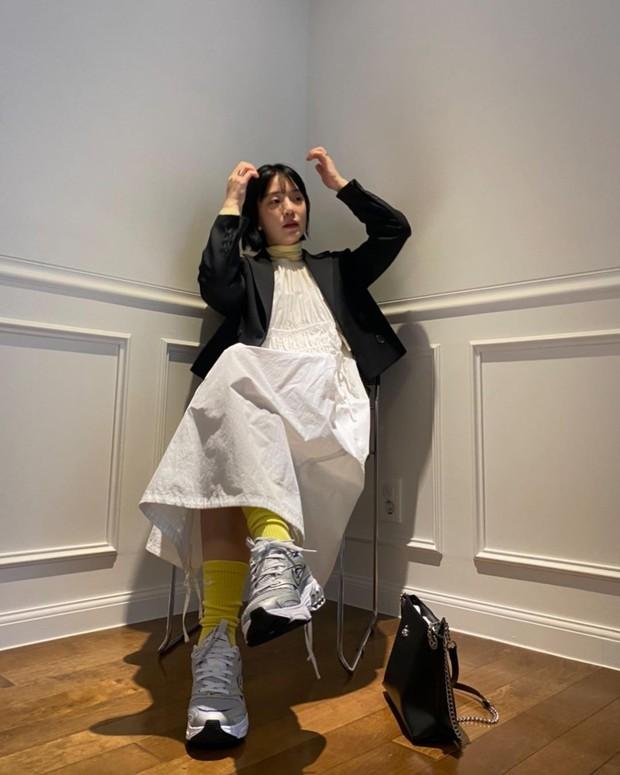 Style thời trang lên hương của bà xã Kang Gary khiến fan khăng khăng đây là idol còn Mực ca chỉ là quản lý! - Ảnh 7.