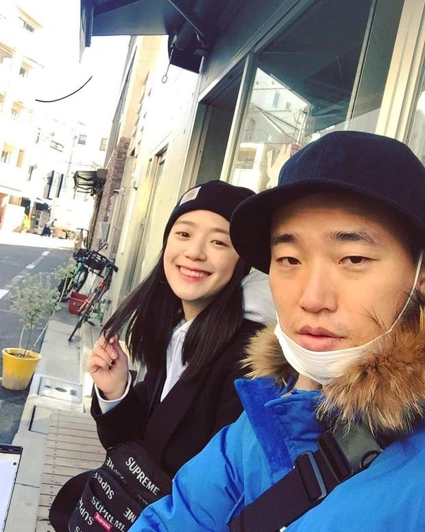 Style thời trang lên hương của bà xã Kang Gary khiến fan khăng khăng đây là idol còn Mực ca chỉ là quản lý! - Ảnh 4.