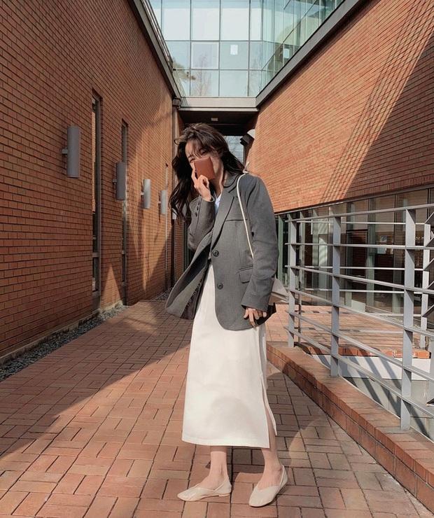 12 cách diện chân váy trắng siêu thanh lịch để các nàng tỏa sáng từ công sở ra phố - Ảnh 4.