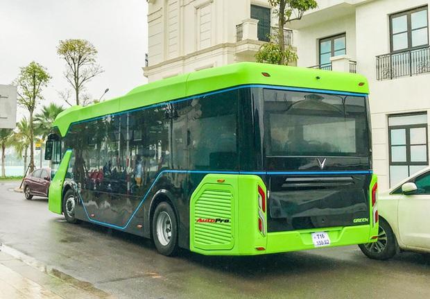 VinBus đầu tiên lăn bánh tại Hà Nội: Êm, không khí thải, bãi đỗ có pin mặt trời, có khu rửa xe riêng xịn xò - Ảnh 5.