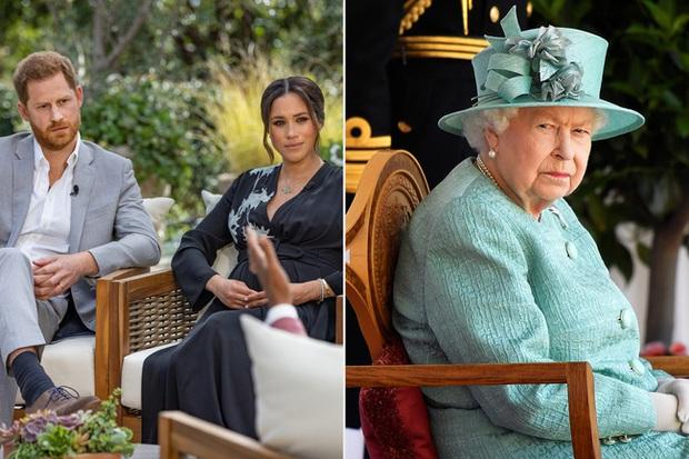 Nữ hoàng Anh lần đầu tiên xuất hiện công khai sau 5 tháng ở ẩn, dạy cho vợ chồng Meghan bài học một cách đầy tinh tế - Ảnh 2.