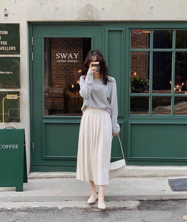 12 cách diện chân váy trắng siêu thanh lịch để các nàng tỏa sáng từ công sở ra phố - Ảnh 10.