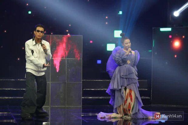 Khoảnh khắc đáng yêu: Hoàng Thuỳ Linh và Dế Choắt miệt mài tập luyện tại hậu trường, Tự Long liên tục phá đám - Ảnh 1.