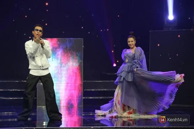 Khoảnh khắc đáng yêu: Hoàng Thuỳ Linh và Dế Choắt miệt mài tập luyện tại hậu trường, Tự Long liên tục phá đám - Ảnh 2.