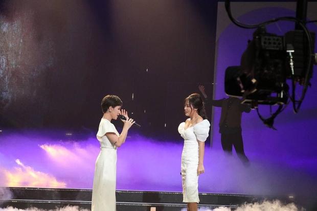 Uyên Linh & Văn Mai Hương sau 11 năm đăng quang: Cảm ơn Vietnam Idol, tự dưng được nổi tiếng - Ảnh 1.