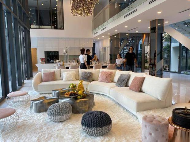 Gia tài Nathan Lee - Ngọc Trinh: Bên có từ villa Beverly Hills 12.000m2 đến bạch dinh 600 tỷ, bên yêu nữ đồ hiệu nức tiếng Vbiz - Ảnh 5.