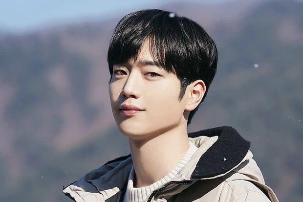 Bác sĩ thẩm mỹ chọn ra 3 idol đẹp trai nhất Kpop: V (BTS) hạng thấp bất ngờ dù visual No.1 thế giới, 2 nam thần top đầu là ai? - Ảnh 5.