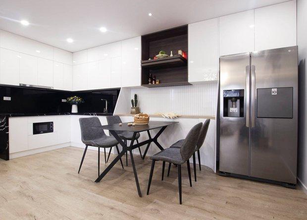 Em trai tự tay cải tạo lại căn hộ cho anh với chi phí 550 triệu, lúc dỡ tủ bếp hết hồn không biết 16 năm qua lại có chi tiết này - Ảnh 3.