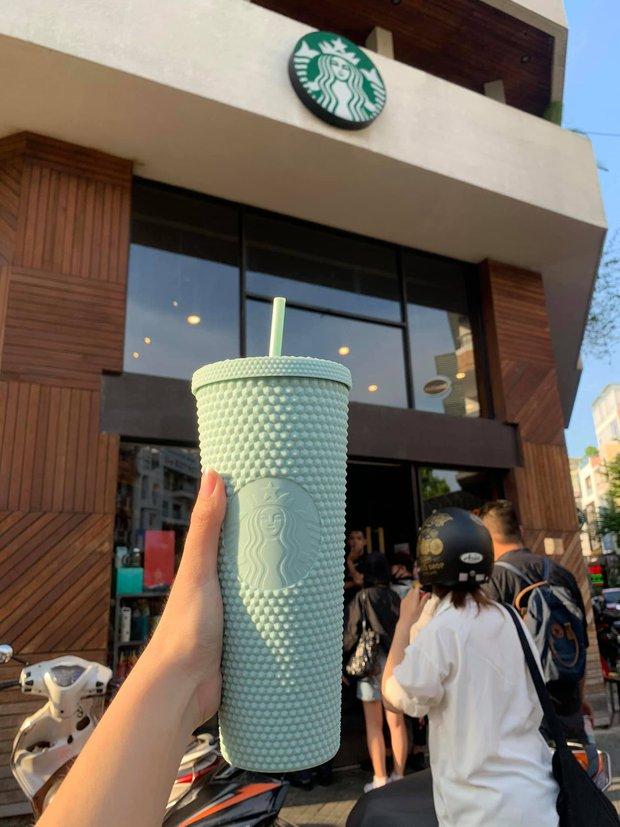 Hoá ra Starbucks Vietnam đã lường trước việc sản phẩm của mình bị đầu cơ tích trữ, tất cả là nhờ chi tiết hiếm người để ý này - Ảnh 2.