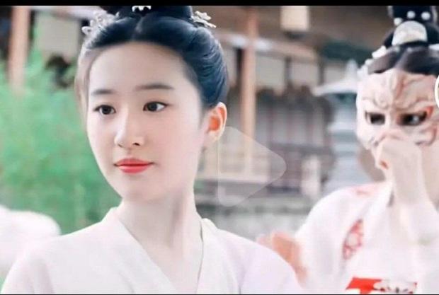 Phía Triệu Lộ Tư bị tế sống vì danh xưng tiểu Lưu Diệc Phi, netizen liền ghép chị đại vào Trường Ca Hành dằn mặt - Ảnh 4.
