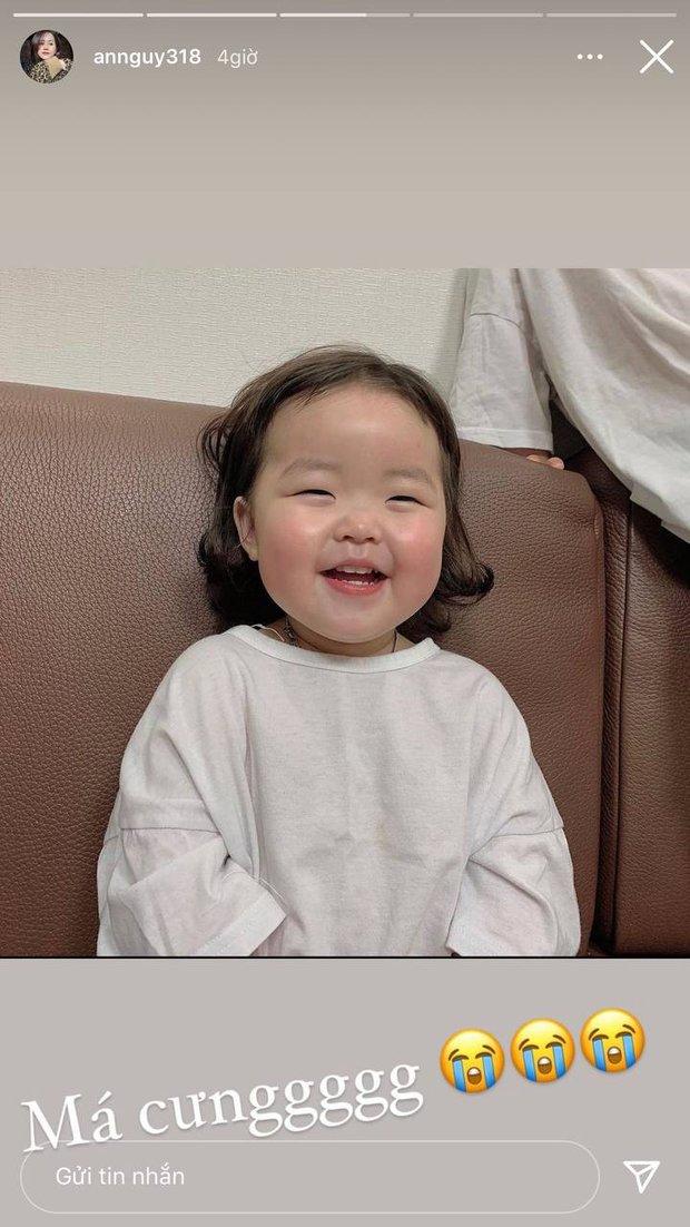 An Nguy xem ảnh em bé nhà người ta thấy cute quá, nhìn sang bé nhà mình cười liền cảm thán: Như một trò đùa! - Ảnh 4.