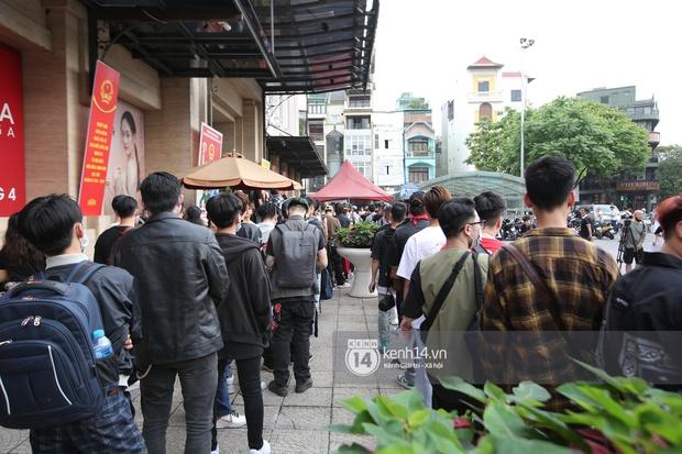 Casting Rap Việt tại Hà Nội: Thí sinh xếp hàng dài chờ lượt đăng ký, số báo danh từ 2.000 trở đi được hẹn giờ quay lại - Ảnh 7.