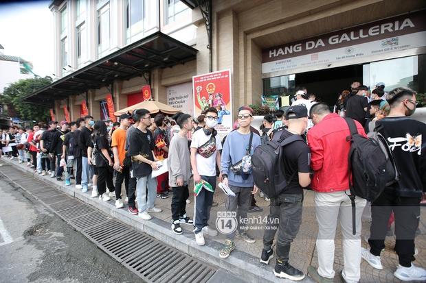 Casting Rap Việt tại Hà Nội: Thí sinh xếp hàng dài chờ lượt đăng ký, số báo danh từ 2.000 trở đi được hẹn giờ quay lại - Ảnh 6.