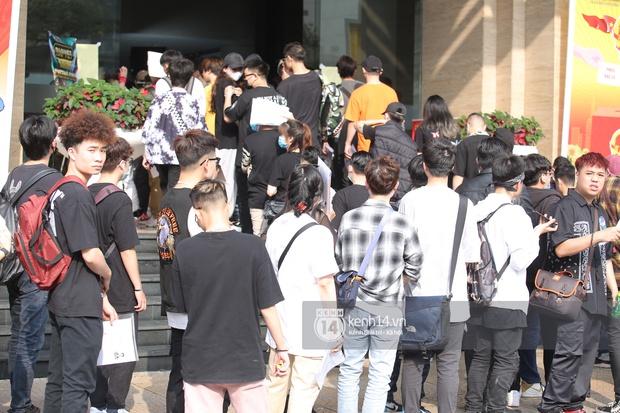 Casting Rap Việt tại Hà Nội: Thí sinh xếp hàng dài chờ lượt đăng ký, số báo danh từ 2.000 trở đi được hẹn giờ quay lại - Ảnh 5.