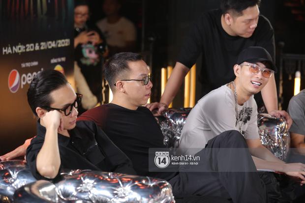 Độc quyền: Bộ 3 giám khảo Touliver, Rhymastic, JustaTee tập trung cao độ tại vòng casting Rap Việt miền Bắc - Ảnh 4.