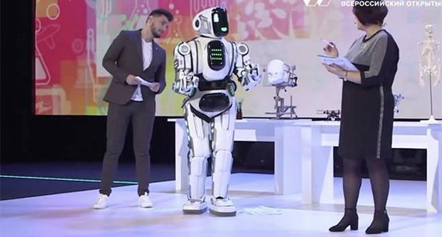 Chú robot lên TV nhưng thông minh đáng ngờ, sự thật không hề giả trân từ NSX khiến cả nước Nga phát cáu - Ảnh 2.