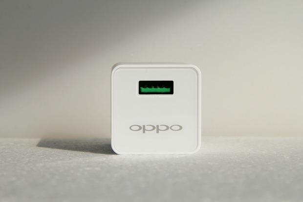 Mẹo đơn giản giúp sạc iPhone nhanh như cách người yêu cũ lật mặt - Ảnh 1.