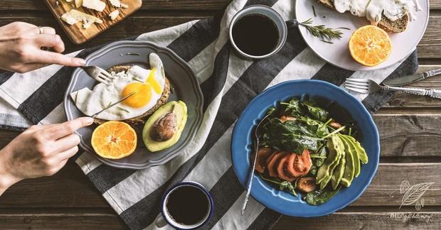 """Ung thư rất """"ưa thích"""" 2 kiểu bữa sáng này, bạn càng ăn nhiều, tế bào ung thư càng hoạt động mạnh - Ảnh 1."""