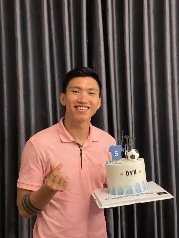 Văn Toàn, Công Phượng mừng sinh nhật em út Đoàn Văn Hậu: Chúc sớm, không nó bẻ gãy cổ - Ảnh 2.
