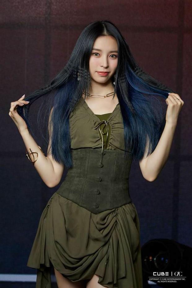 Nữ idol ngoại quốc uất ức rời nhóm vì bị đối xử bất công, chỉ trích công ty bán hit cho IZ*ONE dù nhóm mình đã thu âm xong - Ảnh 2.
