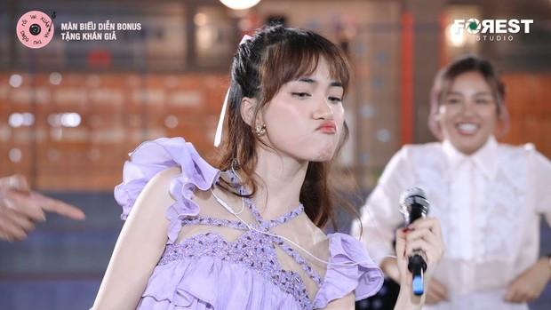 Thương thay Hoà Minzy và Văn Mai Hương, nhìn cái hình thumbnail ekip #XHTĐRLX chọn mà tiền đình - Ảnh 2.