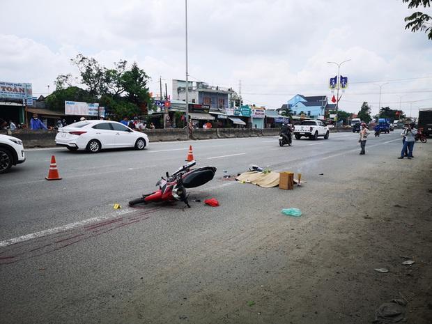 Một thanh niên bị xe container cán thẳng qua người, tài xế xe không hay biết - Ảnh 1.