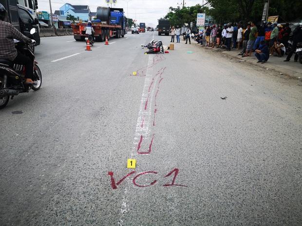 Một thanh niên bị xe container cán thẳng qua người, tài xế xe không hay biết - Ảnh 2.