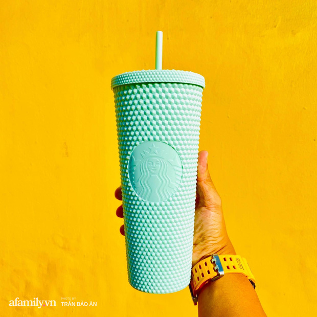 Choáng: Người Sài Gòn 6h sáng xếp hàng dài trước cổng Starbucks để săn chiếc ly màu xanh với giá 500k, sau chưa đầy 4 tiếng bán lại đã tăng giá gấp 4 lần - Ảnh 11.