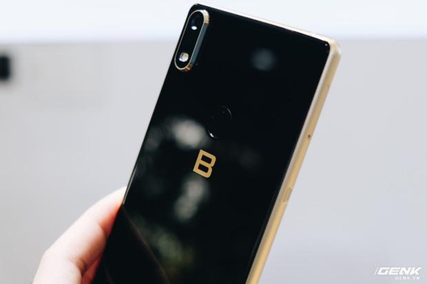 Cận cảnh Bphone B60: Smartphone bị BKAV khai tử tại Việt Nam để xuất sang châu Âu phục vụ các yếu nhân - Ảnh 13.