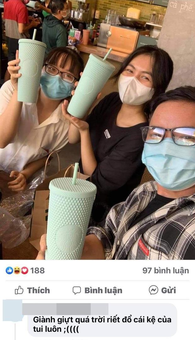 Choáng: Người Sài Gòn 6h sáng xếp hàng dài trước cổng Starbucks để săn chiếc ly màu xanh với giá 500k, sau chưa đầy 4 tiếng bán lại đã tăng giá gấp 4 lần - Ảnh 13.