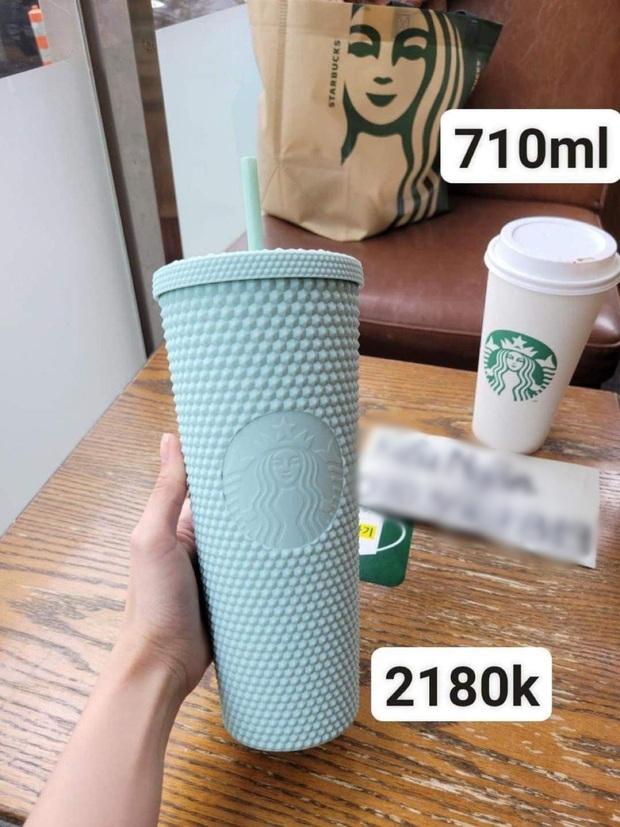 Choáng: Người Sài Gòn 6h sáng xếp hàng dài trước cổng Starbucks để săn chiếc ly màu xanh với giá 500k, sau chưa đầy 4 tiếng bán lại đã tăng giá gấp 4 lần - Ảnh 18.