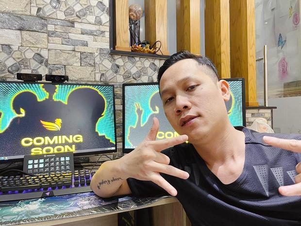 Rap Việt mùa 2 hé lộ chữ B bí ẩn ở vị trí HLV, dân mạng thi nhau gọi tên Baroibeo - Ảnh 4.