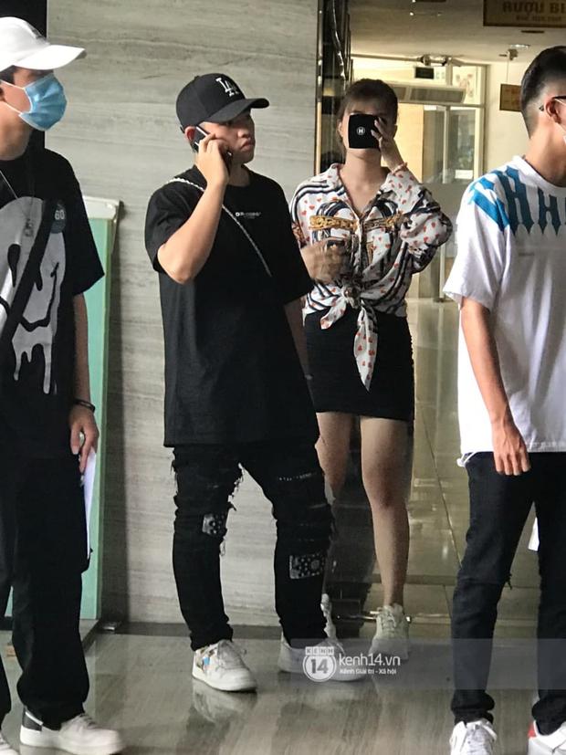 Cặp đôi Pháo và Tez bất ngờ có mặt casting Rap Việt tại Hà Nội, hành trang mang theo là... băng vệ sinh? - Ảnh 6.