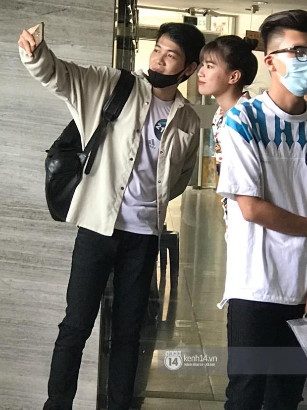Cặp đôi Pháo và Tez bất ngờ có mặt casting Rap Việt tại Hà Nội, hành trang mang theo là... băng vệ sinh? - Ảnh 7.