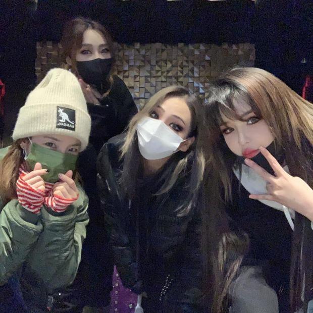 Giảm 1 lèo 11kg, Park Bom khoe body nuột đến nghẹt thở trên tạp chí nhưng gương mặt vẫn khiến dân tình hốt hoảng - Ảnh 5.