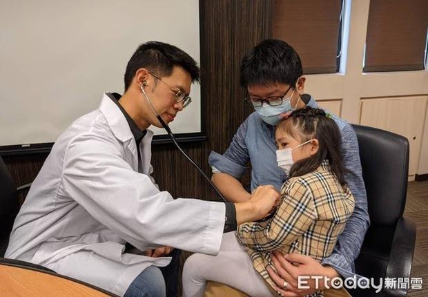 Bé gái 2 tuổi bị nhiễm trùng huyết nặng dẫn đến vỡ ruột, bác sĩ nhắc nhở vai trò của việc rửa tay - Ảnh 1.