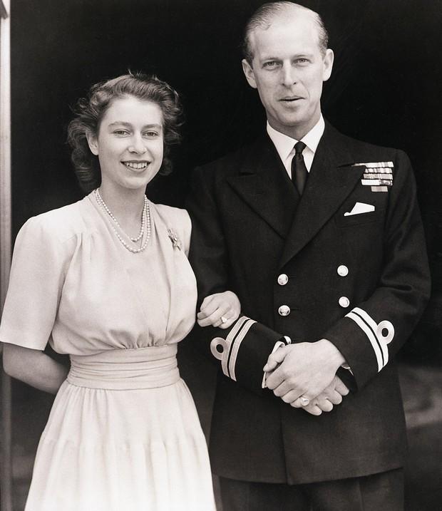 4 món quà chất đầy tâm tư mà Hoàng thân Philip tặng cho Nữ hoàng Anh, trở thành kỷ vật đi cùng bà suốt những năm tháng đẹp nhất cuộc đời - Ảnh 2.