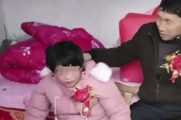Những đám cưới cô dâu khuyết tật tại Trung Quốc: Lấy chồng để có người chăm sóc hay buôn bán phụ nữ thiểu năng trá hình? - Ảnh 1.