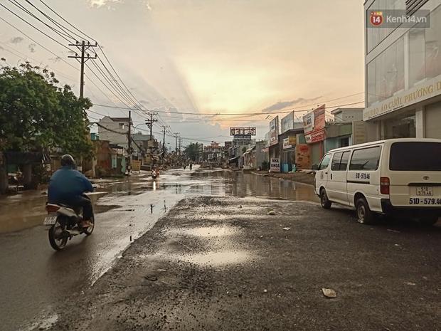 """Dân Sài Gòn kêu trời vì con đường """"đau khổ"""" làm 3 năm chưa xong: Nắng thì bụi mịt mù, mưa thì lầy lội ao nước! - Ảnh 15."""