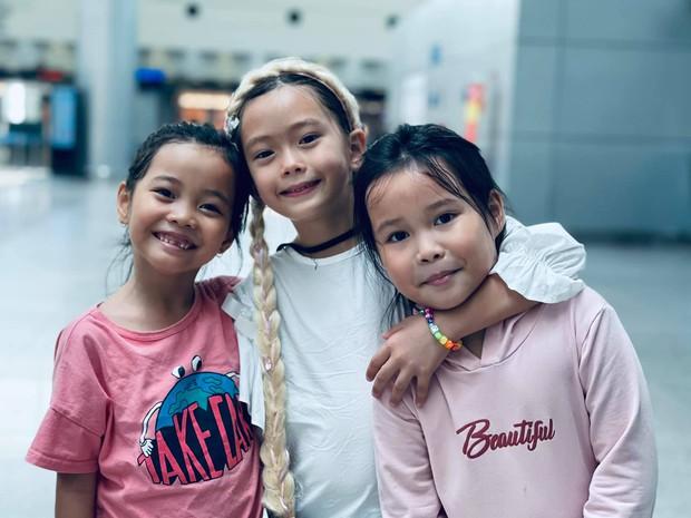 Đoan Trang rời showbiz Việt sang nước ngoài sinh sống, khoảnh khắc mẹ ruột bật khóc nức nở ở sân bay gây xúc động - Ảnh 6.