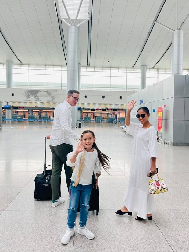 Đoan Trang rời showbiz Việt sang nước ngoài sinh sống, khoảnh khắc mẹ ruột bật khóc nức nở ở sân bay gây xúc động - Ảnh 7.