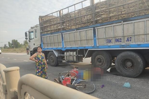 Người phụ nữ bán rau dạo bị xe tải tông chết thảm, bỏ lại mẹ già 95 tuổi - Ảnh 1.