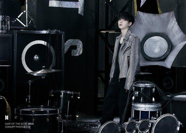 BTS tung một lúc 2 bộ ảnh concept vừa cool ngầu ma mị vừa trong veo, visual cận mặt đẹp ná thở - Ảnh 6.