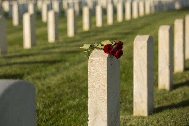 """Thiếu niên 15 tuổi qua đời bị """"phân thân"""" tổ chức 2 đám tang, chia tro cốt xây 2 ngôi mộ riêng biệt vì nguyên nhân khó tin và đau lòng - Ảnh 2."""